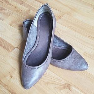 Frye Regina Ballet Pointy Flat 8 7.5 Ash